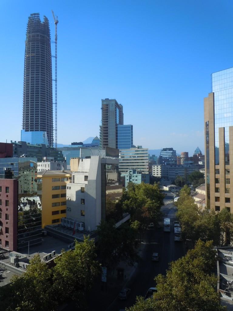Calle Providência y Gran Torre de Santiago (em construção) - Santiago, Chile