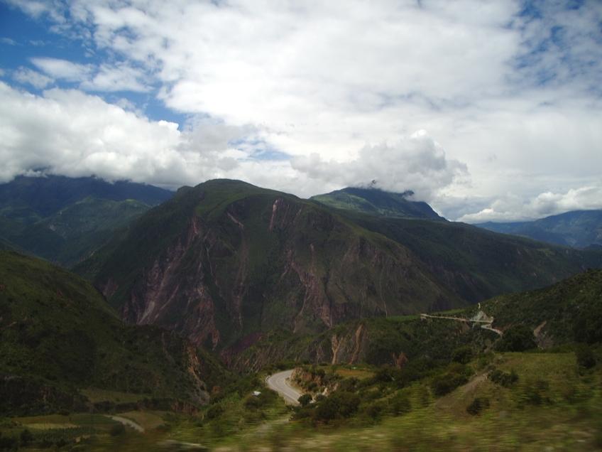 Paisagem-Viagem-Lima-a-Cusco-onibus
